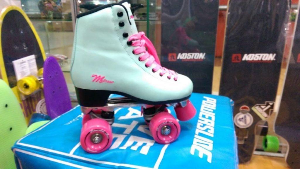 Lo primero que debes saber es que no debes acudir a una tienda y comprar  los primeros patines que te gusten por diseño. Tienes que mirar otras cosas  antes ... a96e6666450
